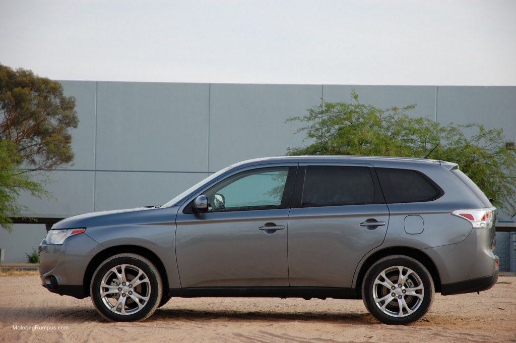 2014 Mitsubishi Outlander Side