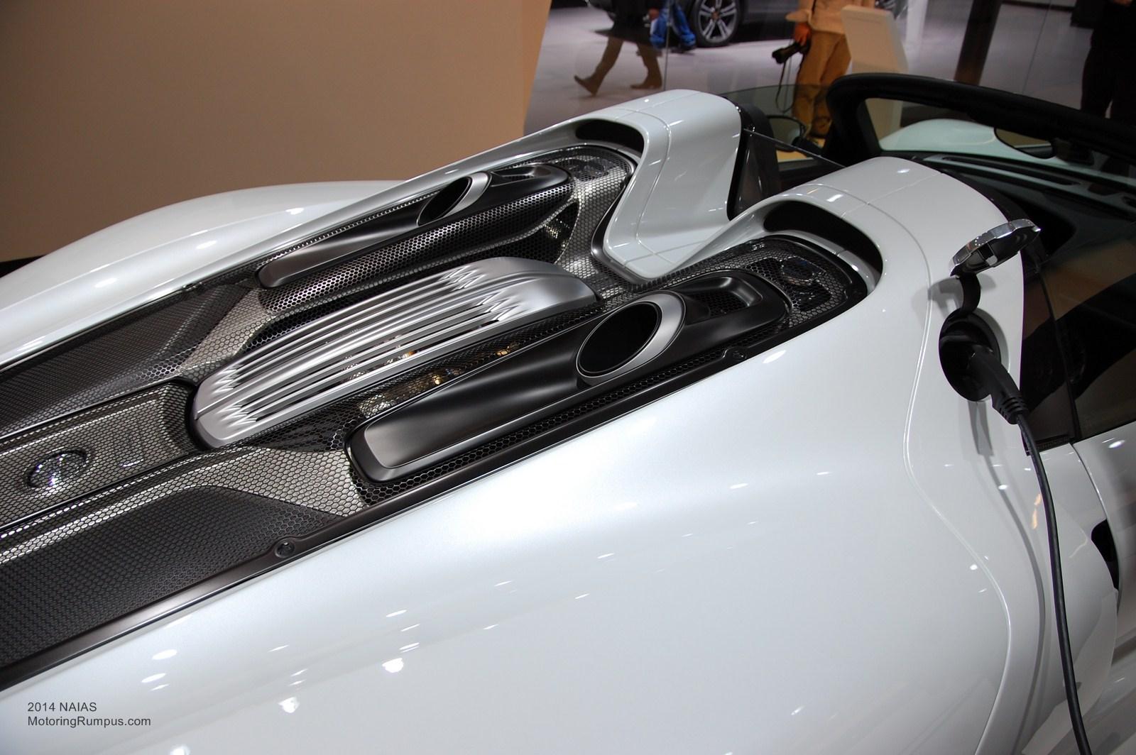 2014 NAIAS Porsche 918 Spyder Engine Cover