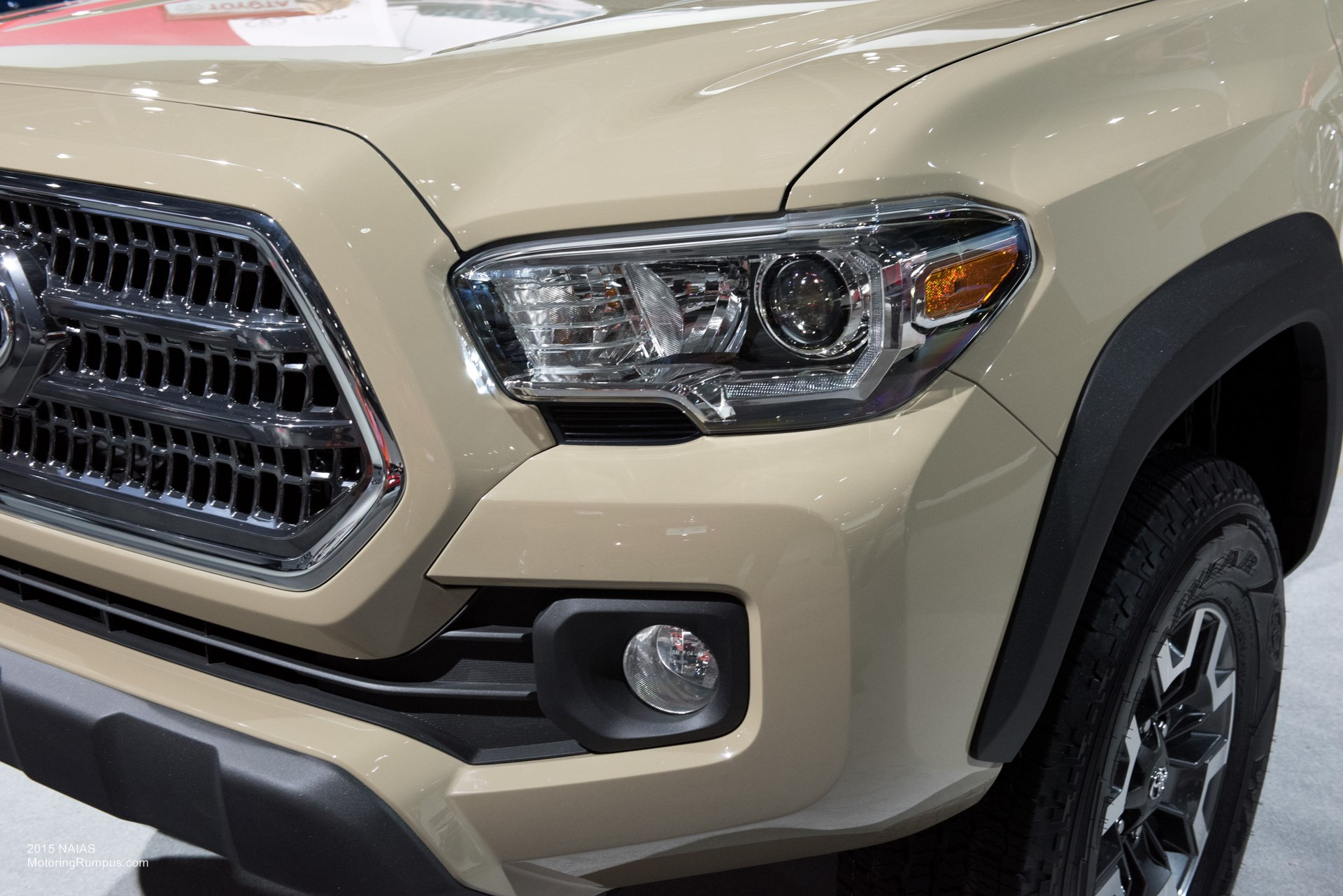 2015 naias 2016 toyota tacoma headlight motoring rumpus. Black Bedroom Furniture Sets. Home Design Ideas
