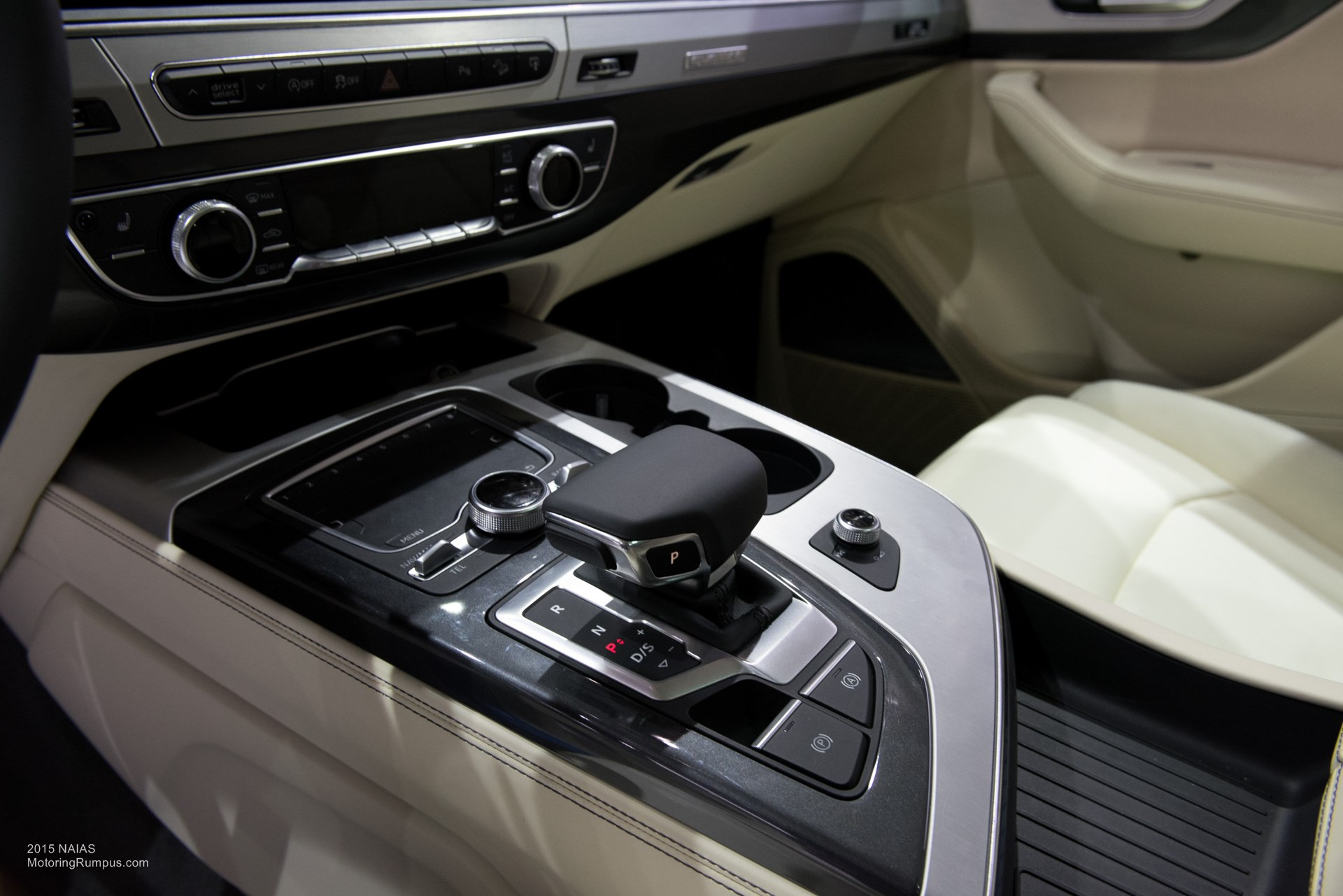 2015 NAIAS Audi Q7 Center Console - Motoring Rumpus