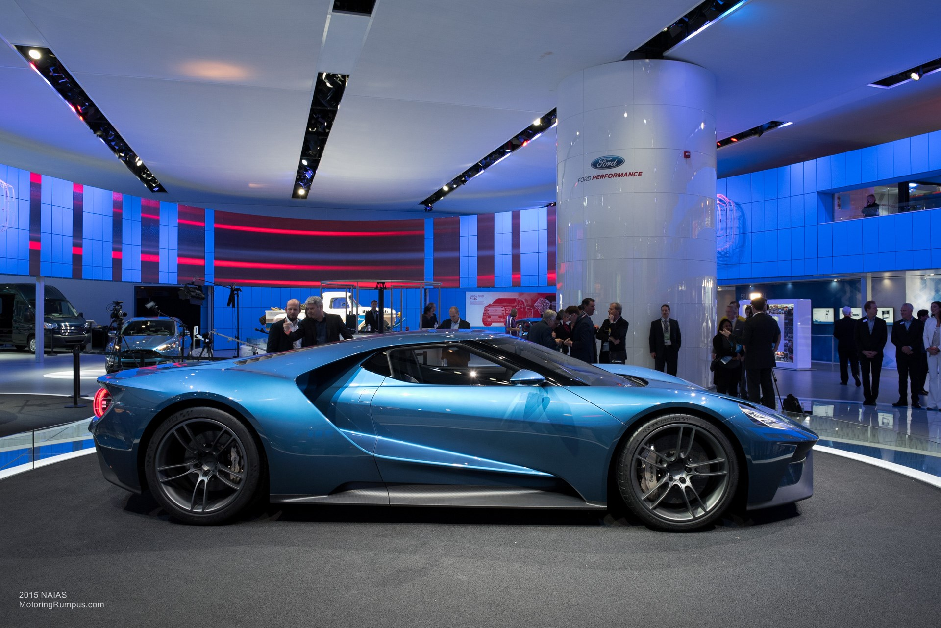 Naias Ford Gt Side