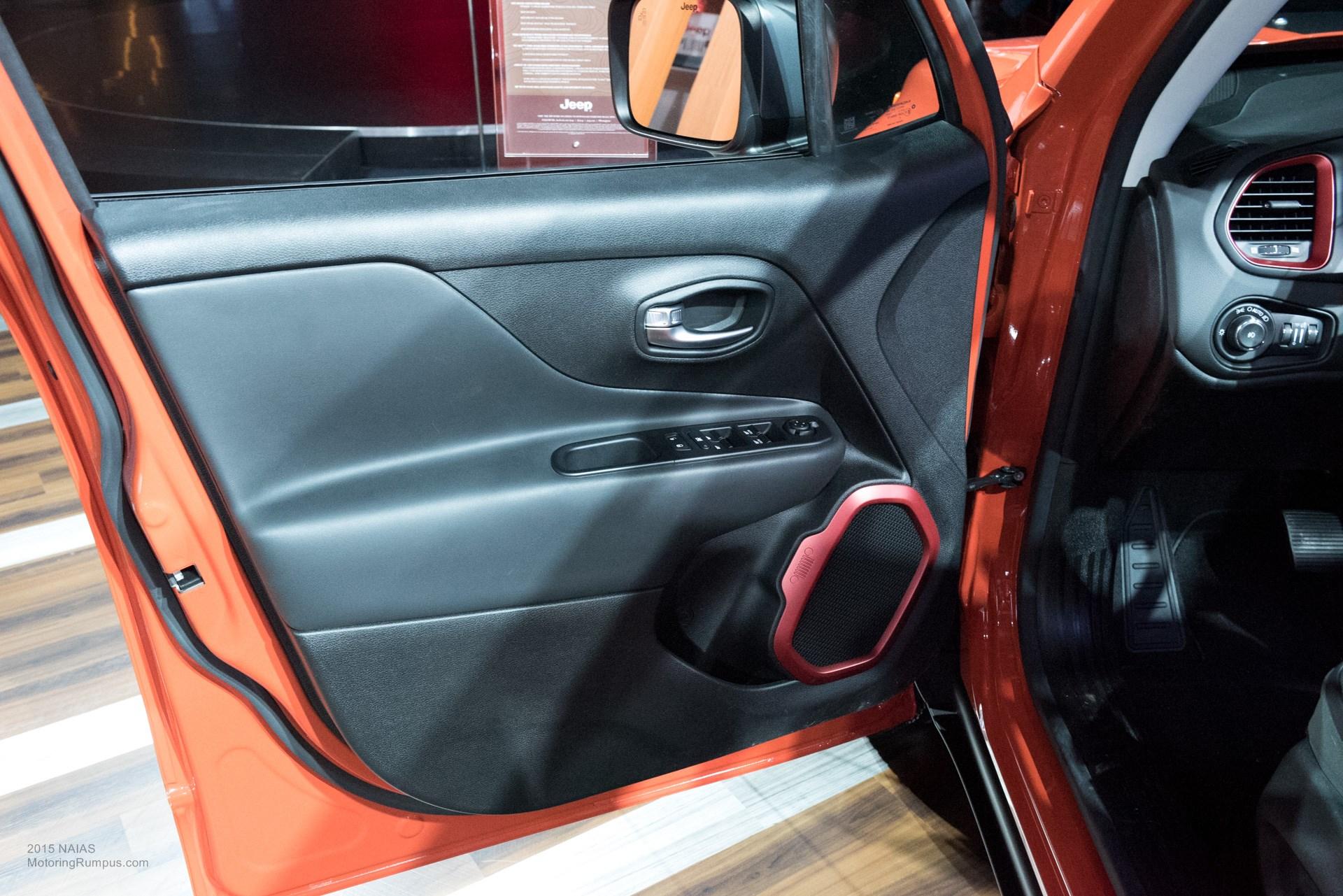 2015 NAIAS Jeep Renegade Trailhawk Interior