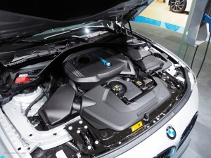2016 NAIAS BMW 330e Engine