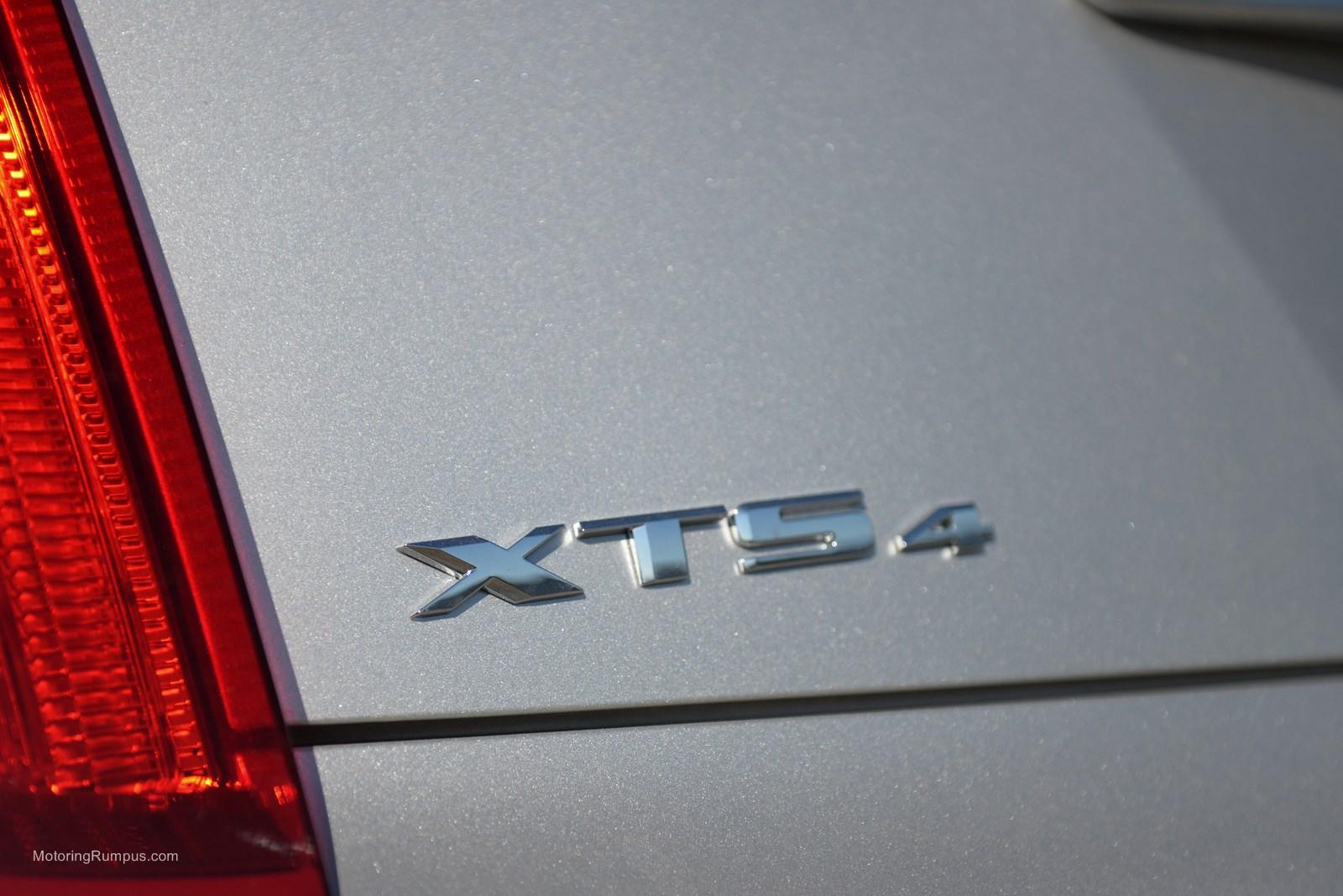 2014 Cadillac XTS4 Badge