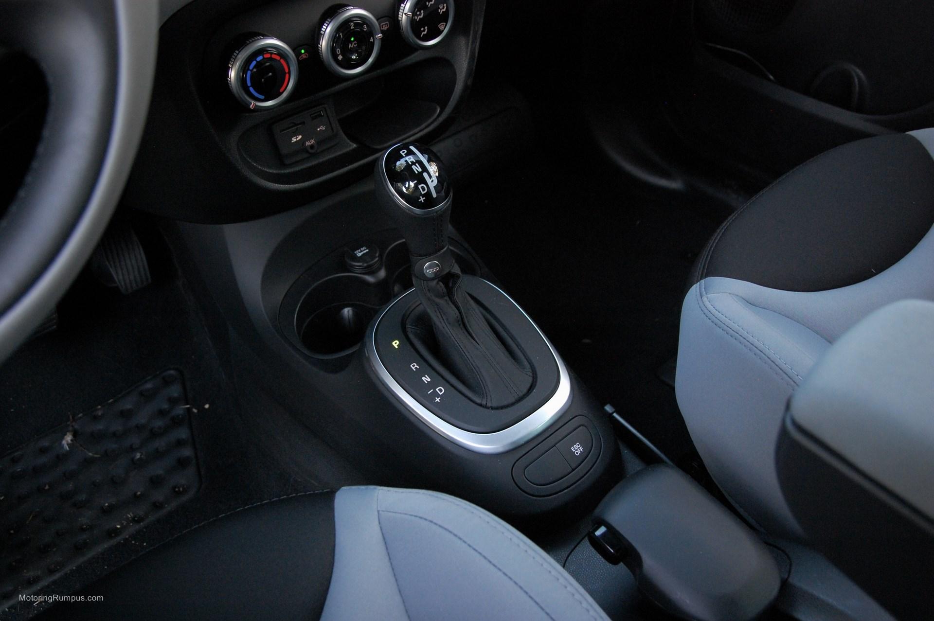 2014 FIAT 500L Shifter