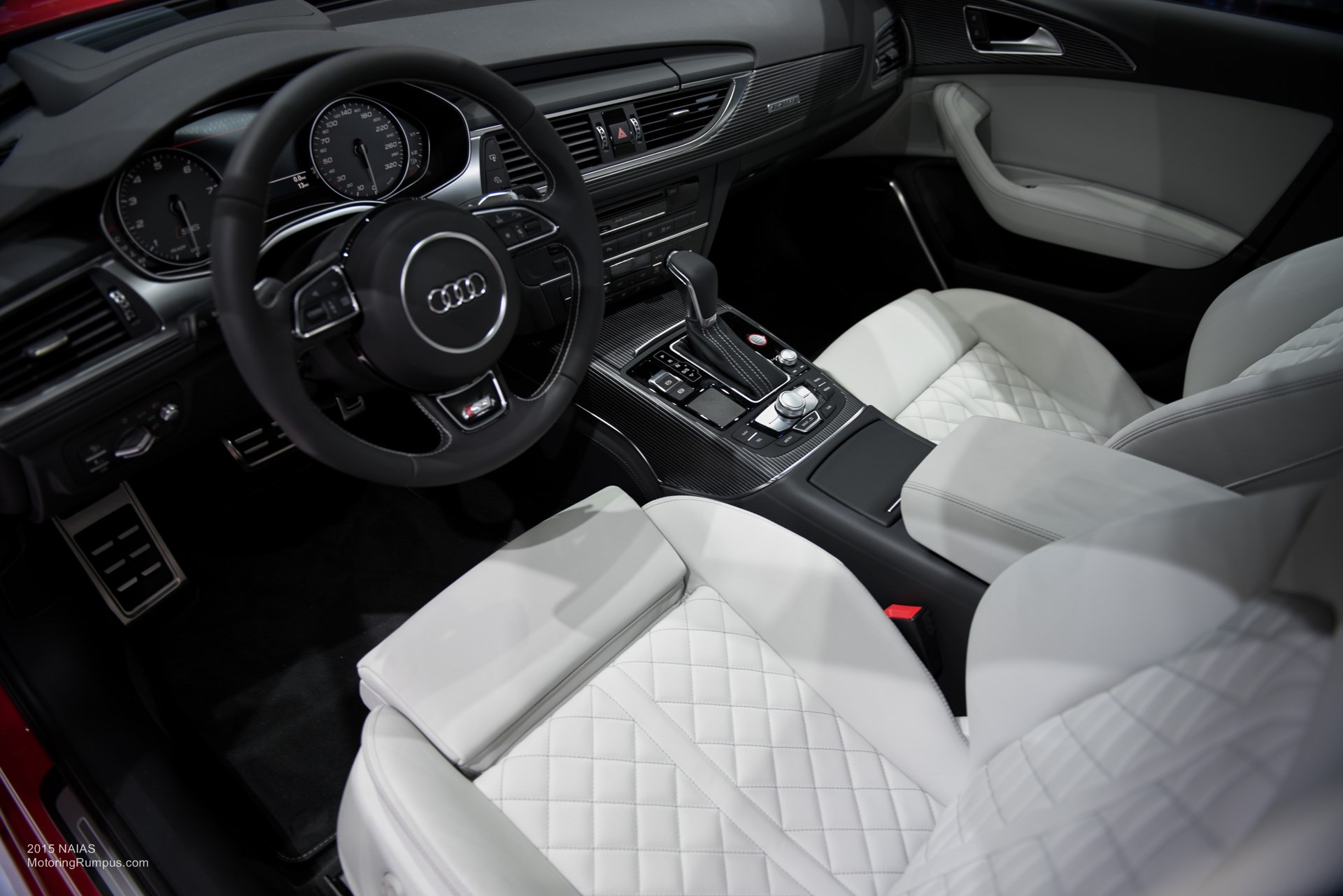 2015 NAIAS Audi S6 Light Interior