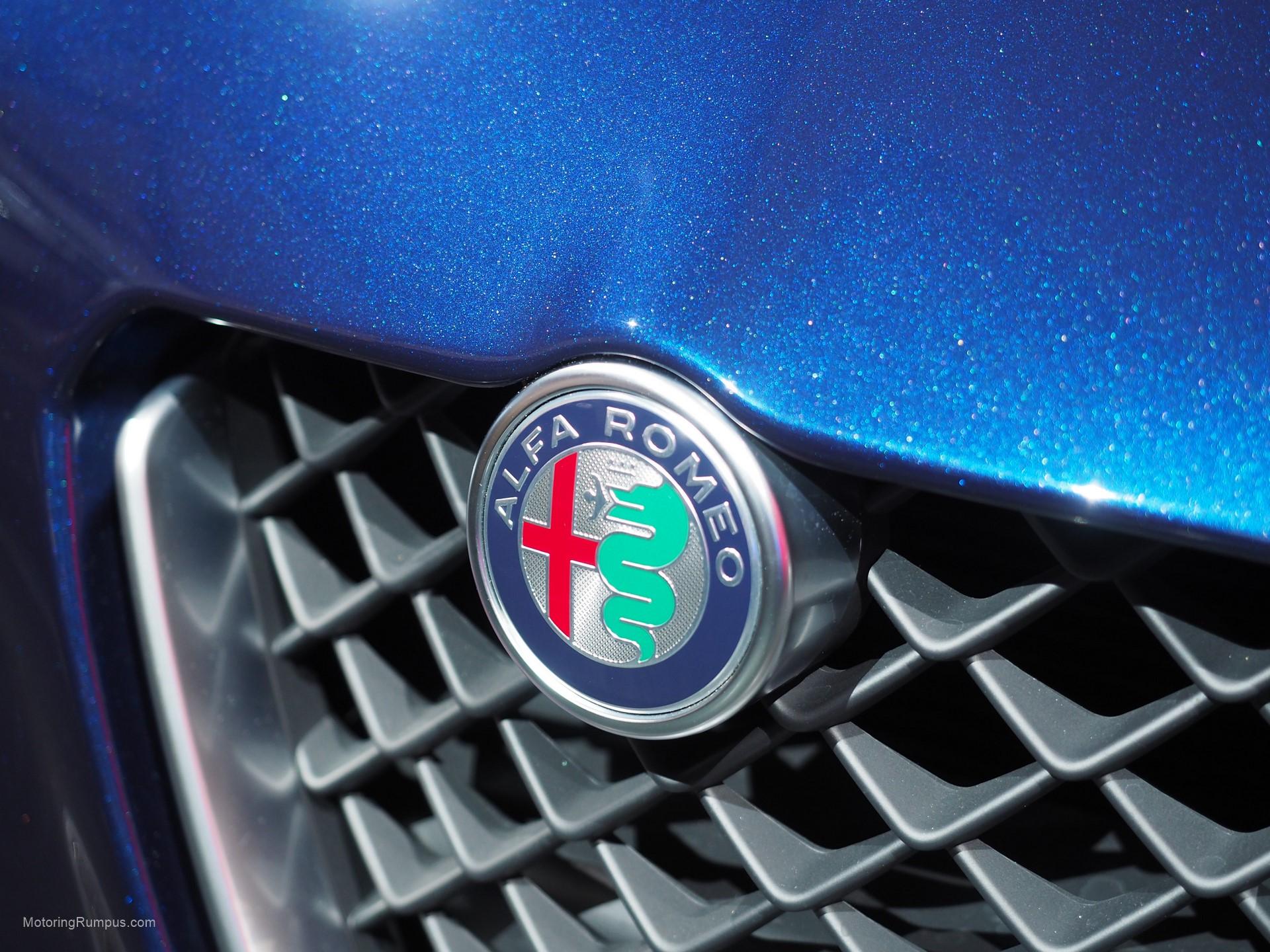2016 NAIAS Alfa Romeo Giulia Emlem