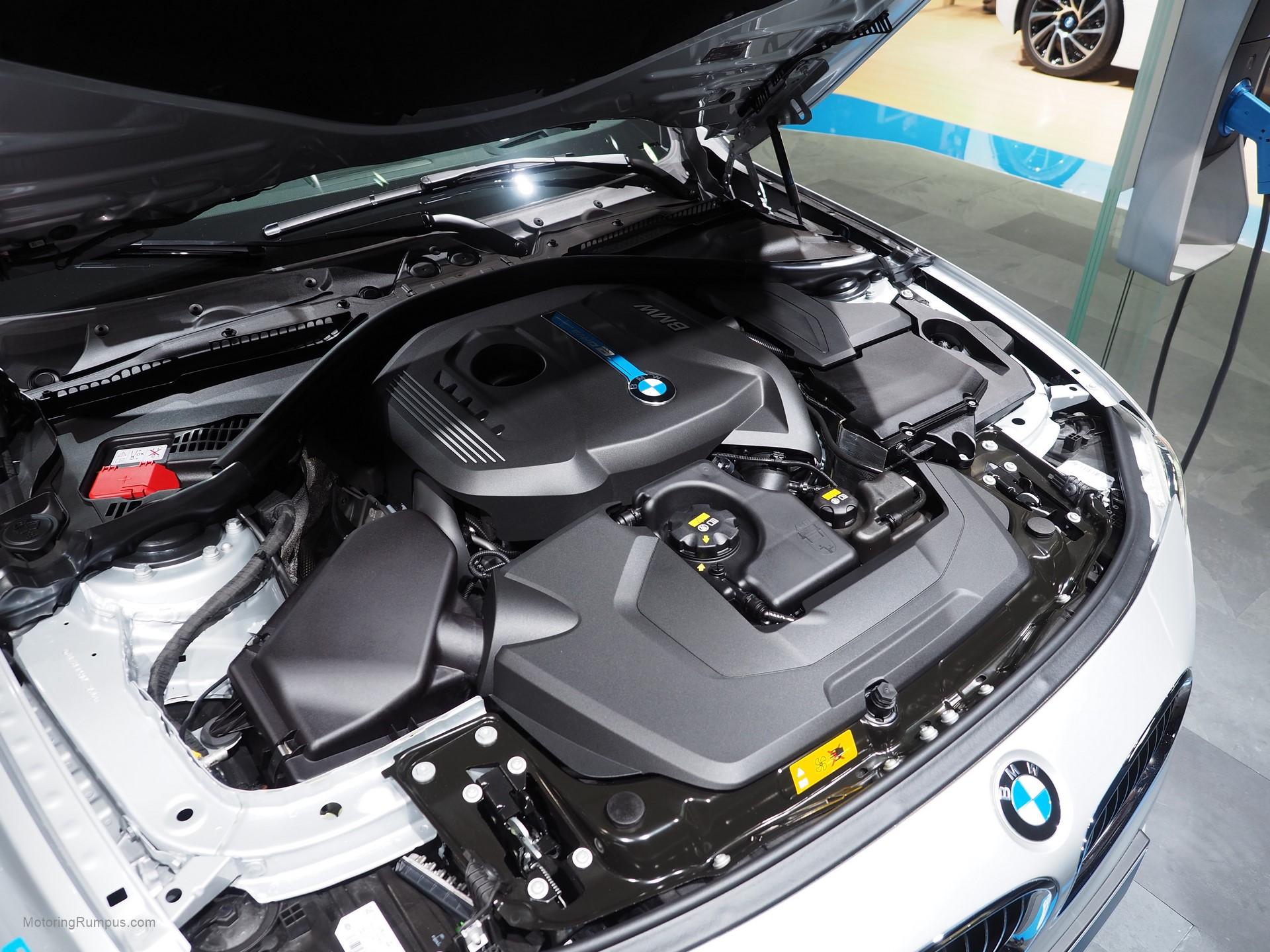 2016 NAIAS BMW 330e Engine