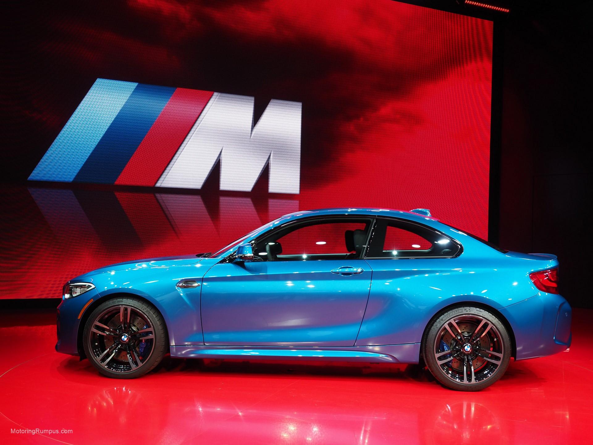 2016 NAIAS BMW M2 Side